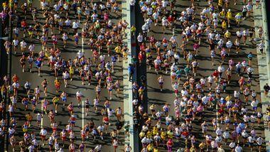 AERIAL RUNNERS NEW YORK CITY MARATHON