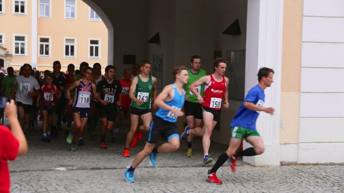 Ammelshainer Schlosslauf: Start im Torhaus