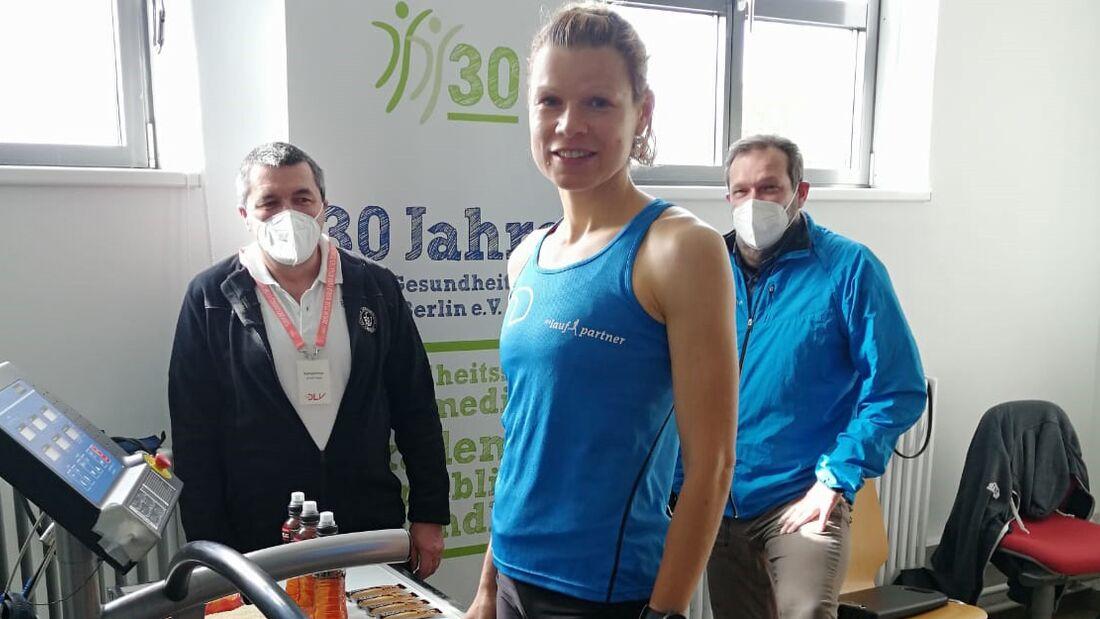 Anne Stephan vor ihrem 100-km-Weltrekord auf dem Laufband