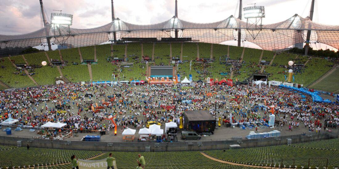 B2RUN Firmenlauf München: Zieleinlauf im Olympiastadion