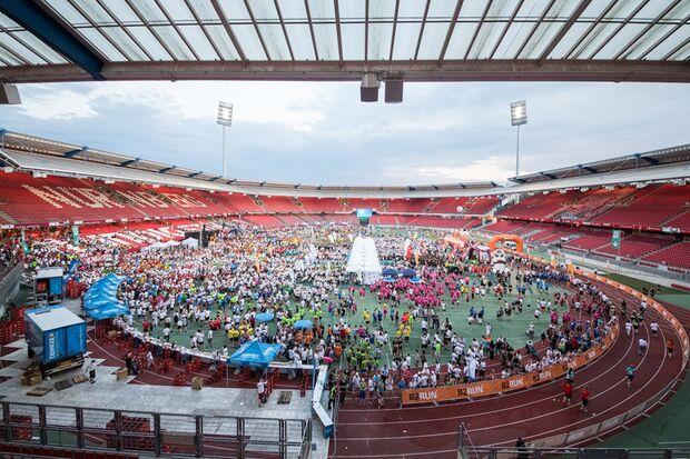 B2RUN Nürnberg: Zieleinlauf in das Grundig-Stadion