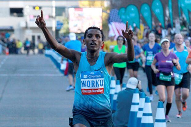 Bazu Worku gewinnt den Houston-Marathon.