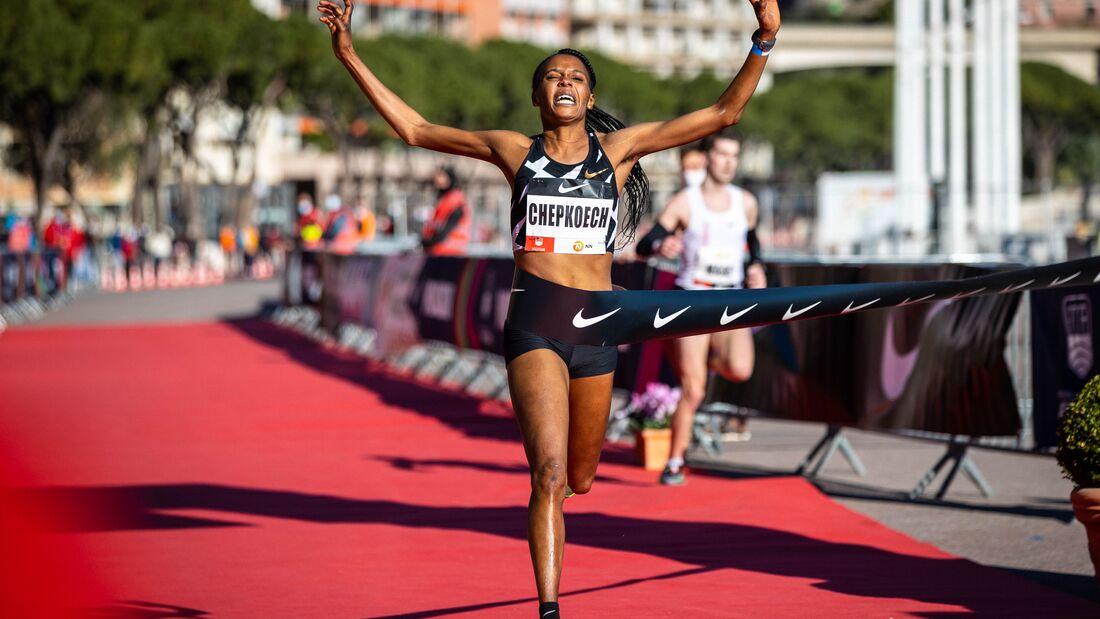 Beatrice Chepkoech stellt beim Monaco Run 2021 einen neuen 5-Kilometer-Weltrekord auf.