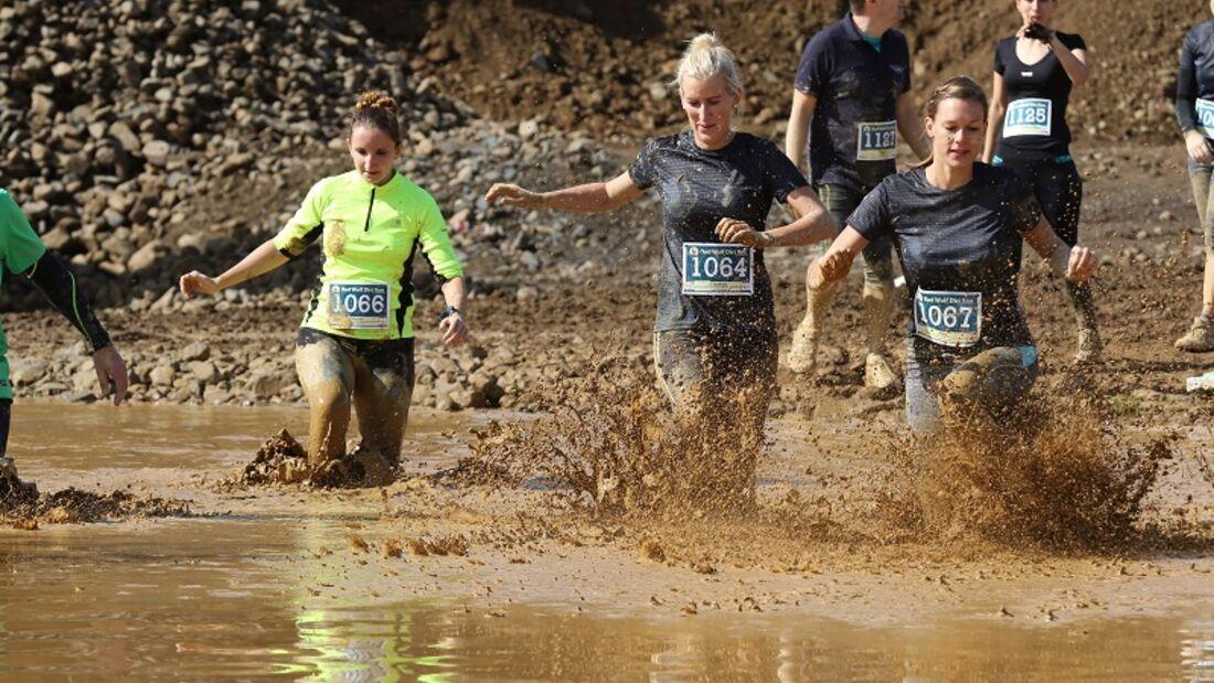 Beim Bad Wolf Dirt Run geht es durch Wasserlöcher, Schlamm und Matsch.