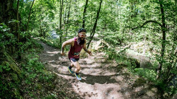 Beim Trailgame wechseln sich einfache Strecken mit anspruchsvollen schmalen Einzelpfaden ab