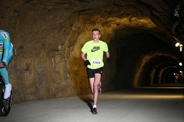 Beim Urban Trail in Luxemburg geht es auch durch Tunnel.