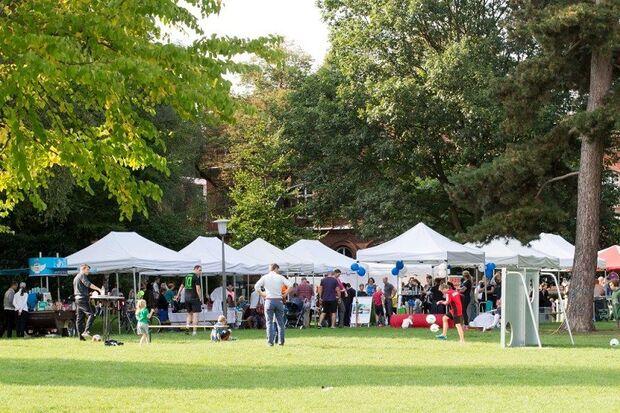 Benefizlauf UKE Hamburg: Auch dieses Jahr sorgen die Zelte für Verpflegung und gute Unterhaltung bei Groß und Klein.