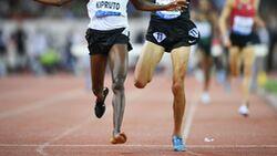 Conseslus Kipruto aus Kenia gewinnt das 3000-Meter-Hindernis-Rennen beim Diamond-League-Meeting in Zürich 2018, obwohl er unterwegs einen Spike verloren hatte.