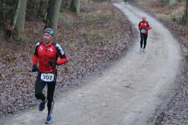 Die Laufstrecke beim Witziner Silvesterlauf führt durch den Wald.