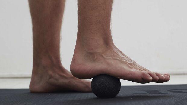 Die Plantarfaszie auf der Fußunterseite ist für Läufer besonders wichtig – bereitet aber auch häufig Probleme.