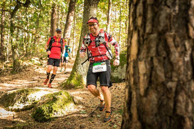 Die vielen An- und Abstiege beim Pfalztrail verlangen selbst routinierten Läufern alles ab, entschädigen aber mit eindrucksvollen Aussichten.