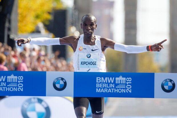 Eliud Kipchoge siegt in Weltrekord-Zeit beim Berlin-Marathon 2018