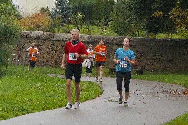 Flach und grün: Beim Döbelner Halbmarathon geht es immer entlang der Freiberger Mulde