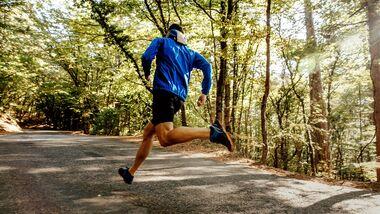 Für alle Läufer, denen das Intervalltraining zu starr und die Rundendreherei zu eintönig ist, gibt es eine tolle Tempo-Alternative: das Fahrtspiel.