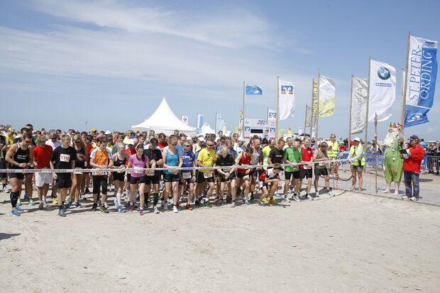 Gegen den Wind: Start zum Halbmarathon am Ordinger Strand