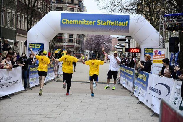 Gemeinsam auf dem Weg zum Ziel beim Chemnitzer Staffellauf