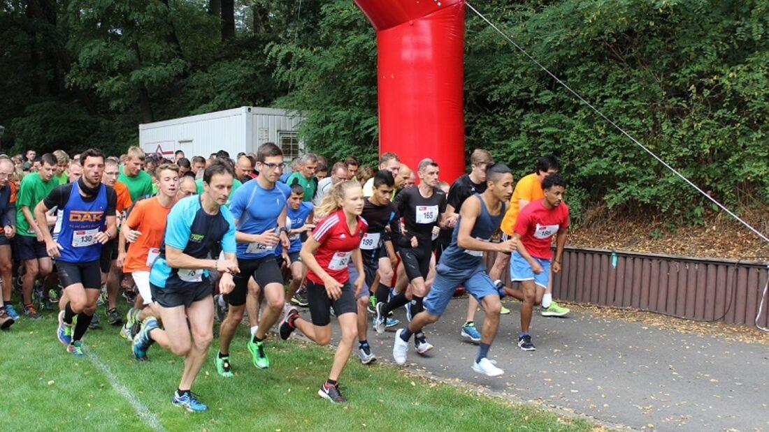 Hirschfelder Scratolauf: Start 11,8-km-Lauf und 5-km-Lauf