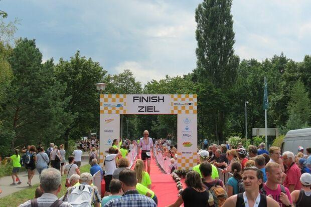 Im Ziel des Berlin Triathlon XL