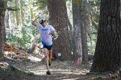 Jim Walmsley kühlt sich bei seinem Lauf zum Streckenrekord beim Western States Endurance Run 2019 ab.