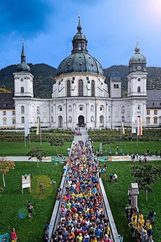 König-Ludwig-Trail Oberammergau: Die Startaufstellung findet in der Klosteranlage Ettal statt. 2