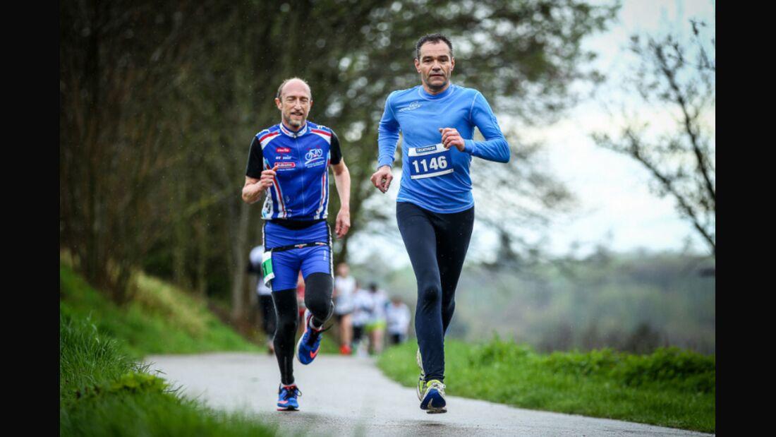 Läufer beim Lichtenwalder Halbmarathon