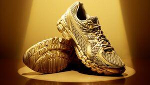 Laufschuh in Gold