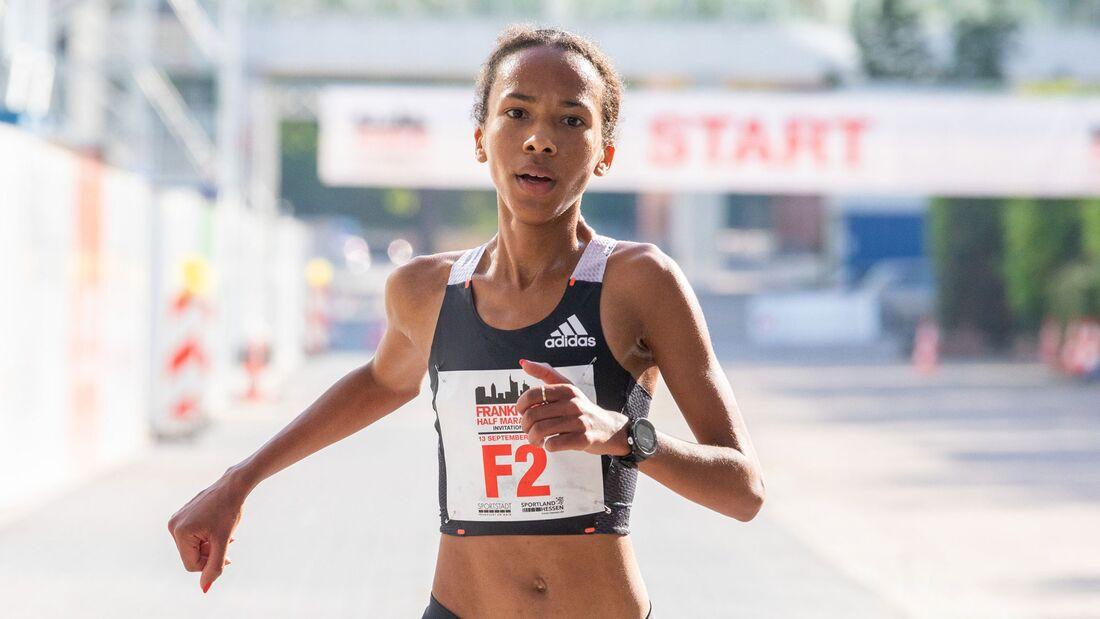 Miriam Dattke beim Elite-Halbmarathon Frankfurt im September 2020.