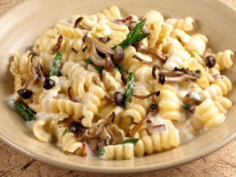 Pasta mit Pilzen und grünem Spargel
