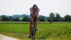 Per Bittner beim Triathlon Ingolstadt 2015 auf der Radstrecke
