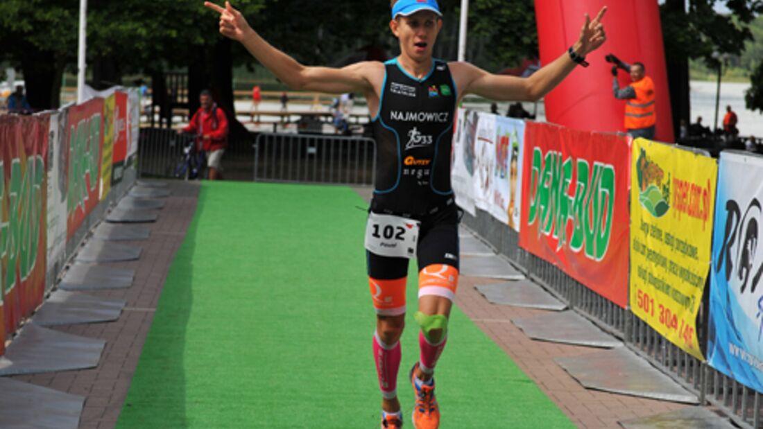 PolskaMan Wolsztyn: Zieleinlauf des Siegers auf der Halbdistanz