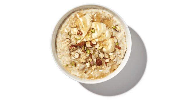 Porridge mit Honig, Nüssen und Banane