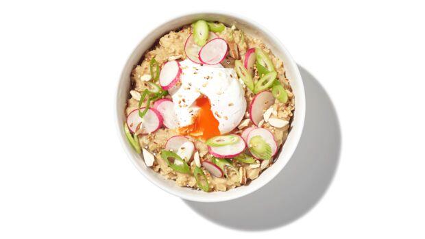 Porridge mit Misopaste und Ei