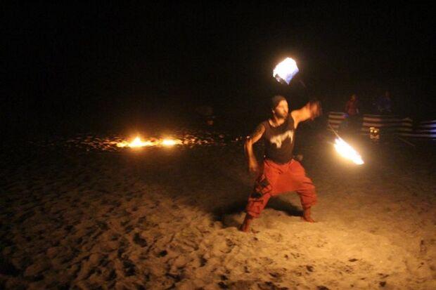 Prerower Fackellauf: Feuerkünstler sorgen für Motivation.