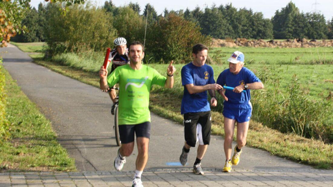 Regionalpark-Staffellauf Heusenstamm: Staffelübergabe in Egelsbach