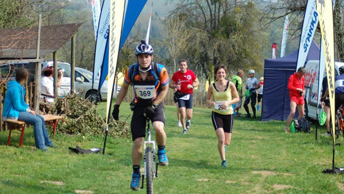 Riegersburglauf-Einrad Fürstenfeld: Einradfahrer und Läufer