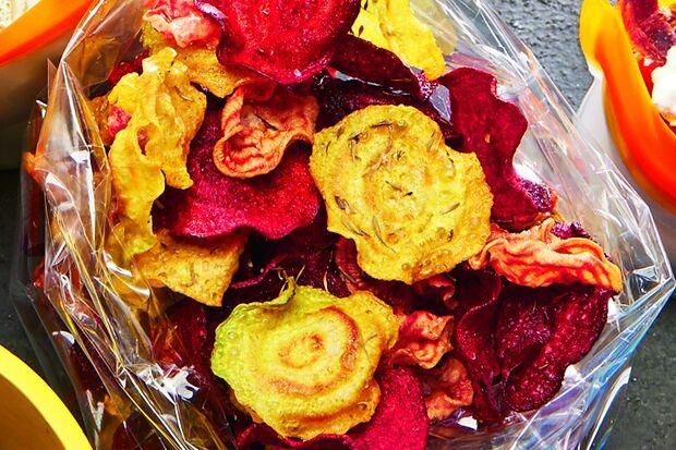 Rote Bete Chips als Snack für unterwegs