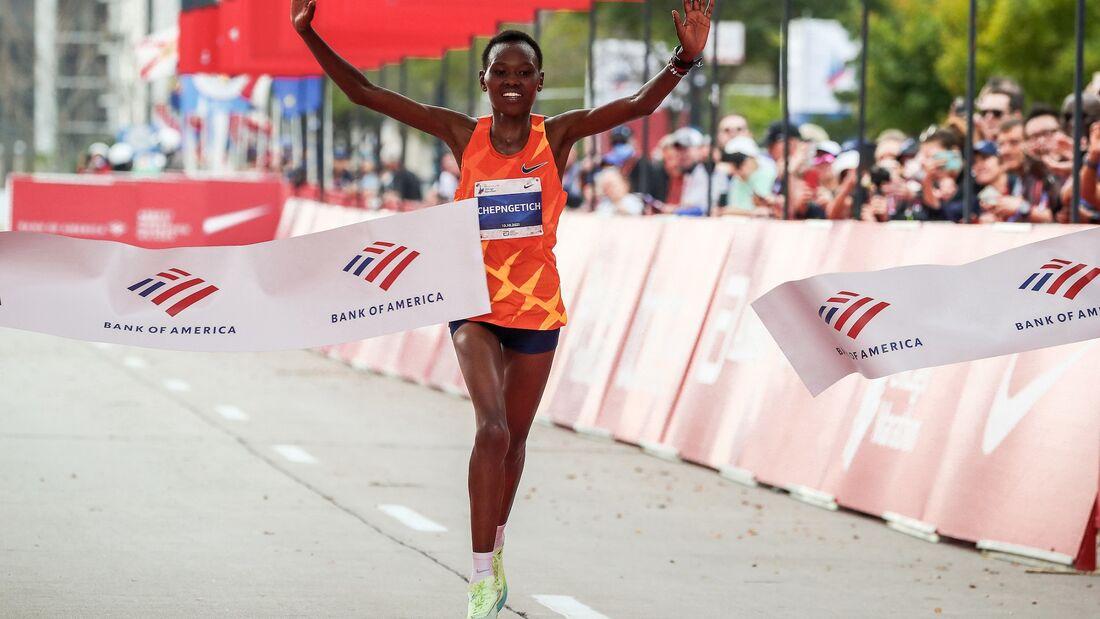 Ruth Chepngetich gewinnt den Chicago-Marathon 2021.