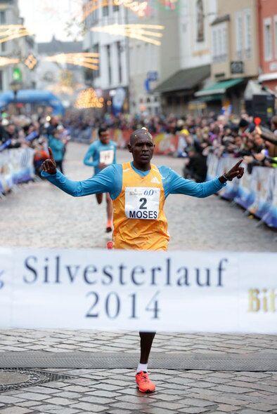 Sieger Moses Kipsiro Trierer Silvesterlauf 2014