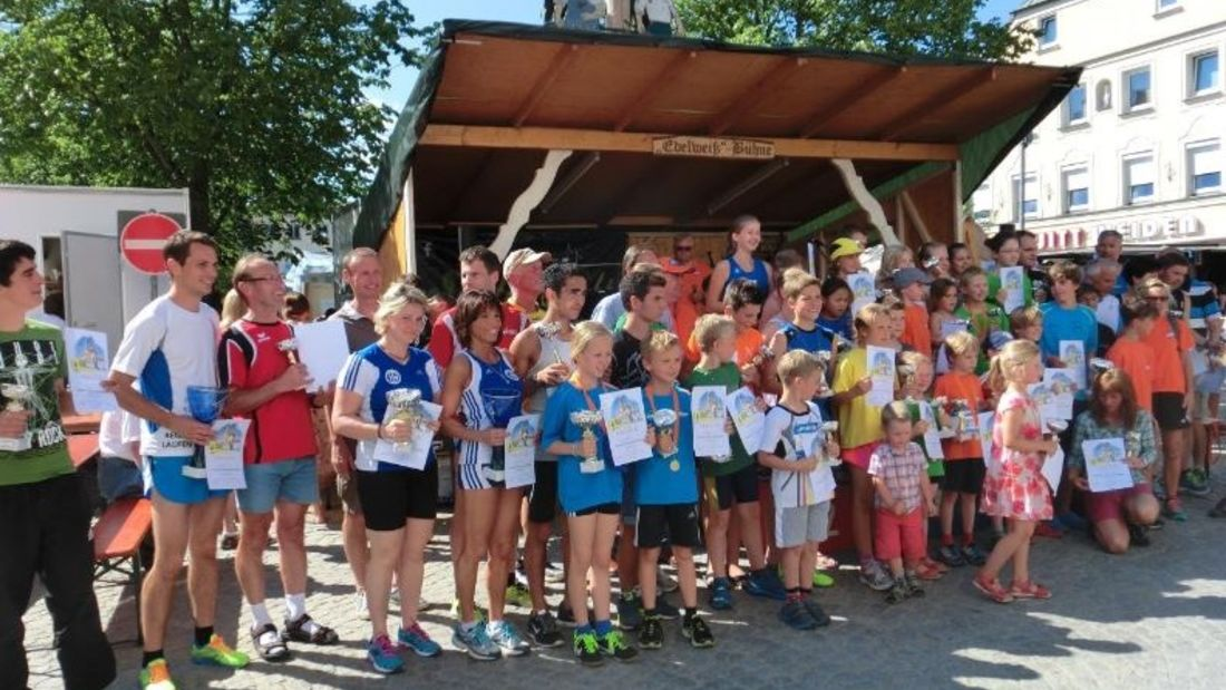 Siegerehrung zum Viechtacher Stadtlauf auf dem Bürgerfest