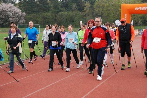 Start der Nordic Walker beim Bisamberglauf