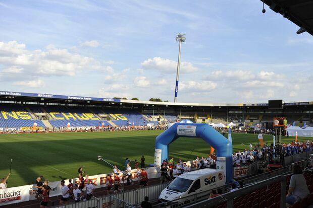 Start und Ziel des Braunschweiger Firmenlaufs befinden sich im Eintracht-Stadion.
