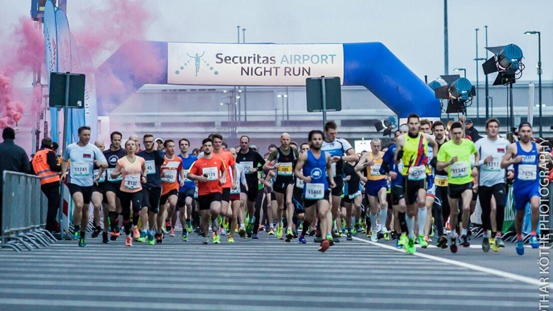 Start zum Airport-Night-Run in Berlin