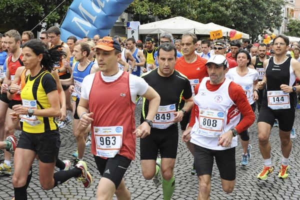 Start zum Südtiroler Frühlings-Halbmarathon Meran-Algund