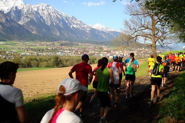 Tiroler Abenteuerlauf Hall Gebirgskulisse