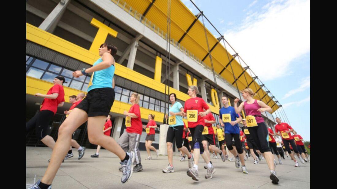 Tivoli-Lauf Aachen - Nach der ersten Runde vorbei am Tivoli