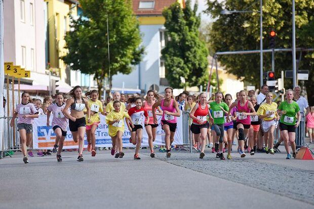 Traunreuter Stadtlauf: Start zum Schüler-Staffellauf
