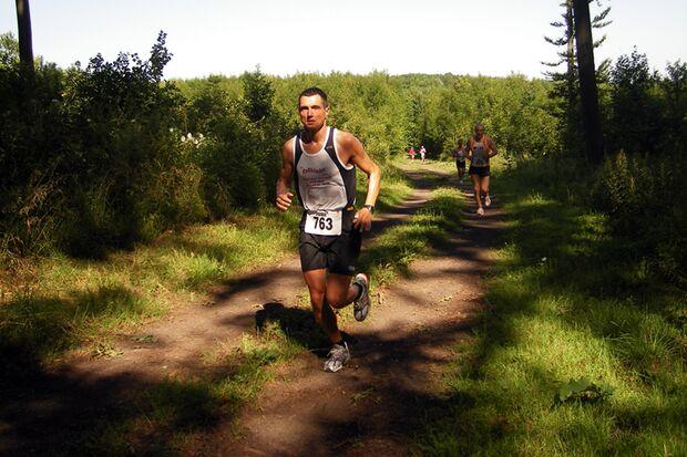 Vogelsberger Südbahnlauf: Auf der Halbmarathonstrecke zwischen Kilometer 10 und 11