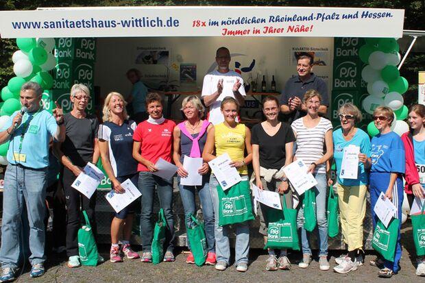 Volkslauf Rund um den Laacher See Mendig: Siegerehrung der Altersklassensiegerinnen im 10-km-Lauf