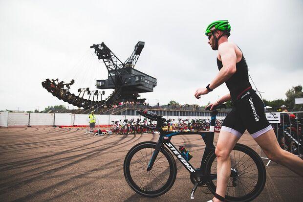 Wechselzone beim Neunseenman Triathlon