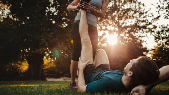Wenn der Muskel krampft, entsteht eine extreme, unwillkürliche Kontraktion des betroffenen Muskels.